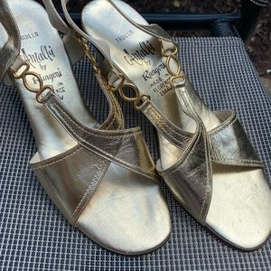 VINTAGE GOLD SANDALS IN ALMOST NEW